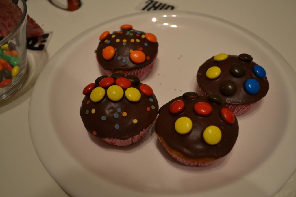 Saksa-Eesti sõpruskohtumise muffinid. Kahjuks polnud mul valgeid komme ja sini-must-valgest sai sini-must-kollane..