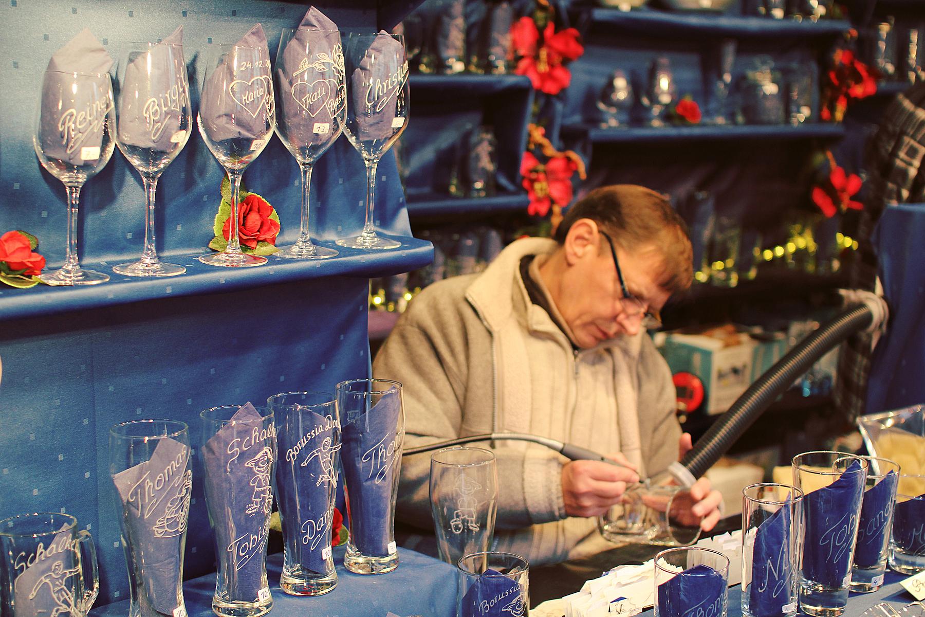 See klaasile graveerimine on siin maru pop. Igal jõuluturul on see teemaks.