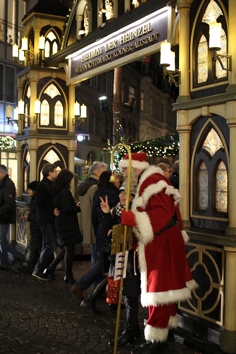 Jõuluvana tervitas ja lehvitas külastajatele