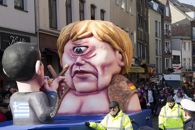 Ühe silmaga Frau Merkel saab kreeklaselt kohe-kohe rakulkaga silma...