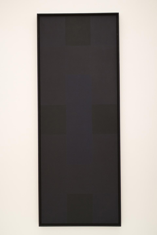 Mustad ruudud mustal taustal