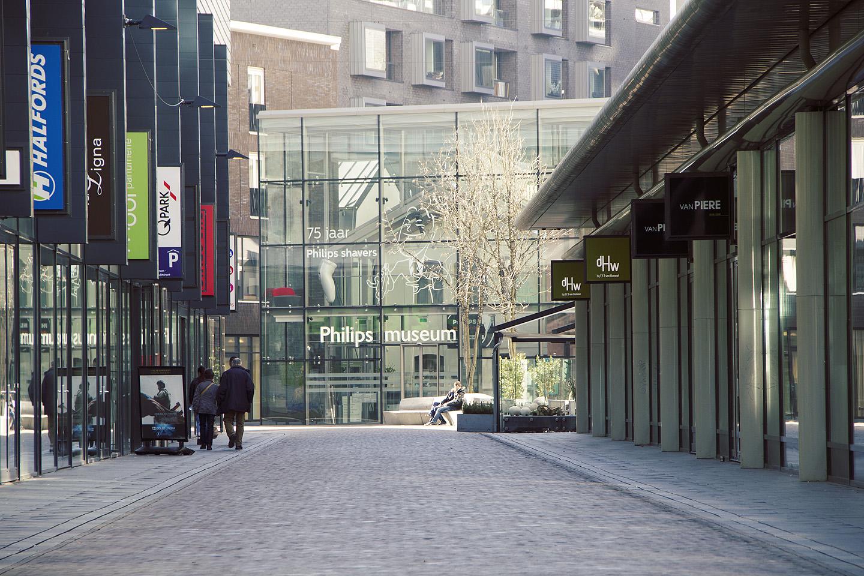Miks asub Philipsi muuseum Eindhovenis? Aga sellepärast, et Philips asutati 1891. aastal just Eindhovenis.