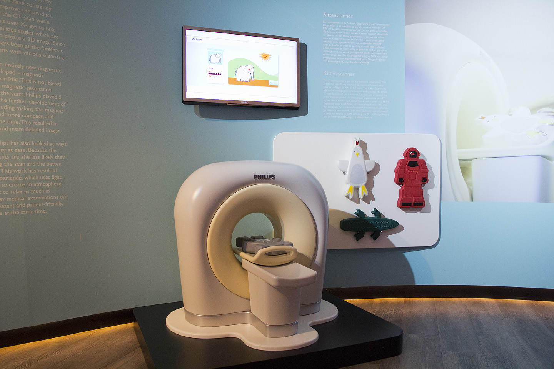 Philipsi poolt äge lahendus, kuidas väikseid lapsi ilma hirmuta MRI aparaadi sisse panna. Nad on haiglate ootesaalidesse paigaldanud aparaadist väiksed mänguversioonid, et laps võtab näiteks mänguelevandi, pistab ta sinna aparaati ja siis tekib ekraanile multikana story. A'la elevant Jumbo jõi tiigist vett ja tõmbas endale kogemata kala lonti ja nüüd on vaja elevandi sisemust uurida selle aparaadiga jne. Väga geniaalne lahendus, kuidas vähendada laste hirmu sääraste aparaatide ees.