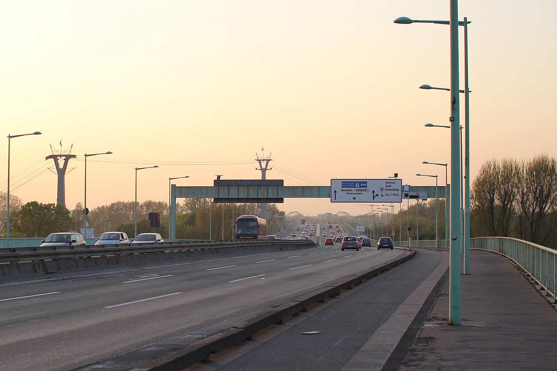 Lõputuna näiv Zoobrücke sild. No vähemalt jalgsi kõndides näis see lõputu.