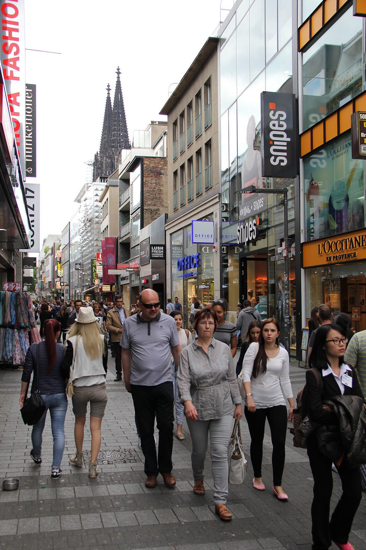 Turistid Kölni tänavail