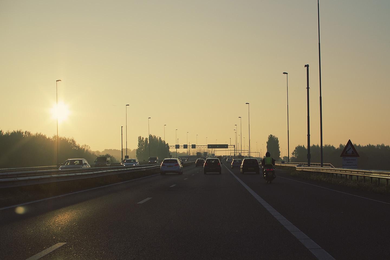 Päikesetõusuga teekond Beverwijkist Amsterdami.