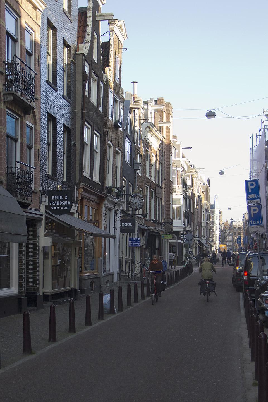 punaste laternate tänav amsterdamis