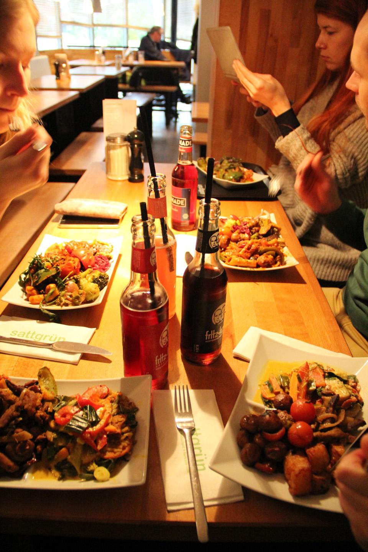 Maria viis meid vegan restorani. Ei oleks iial uskunud, et need toidud nii hästi maitsevad. Maitseelamus oli hea. Soovitame soojalt!