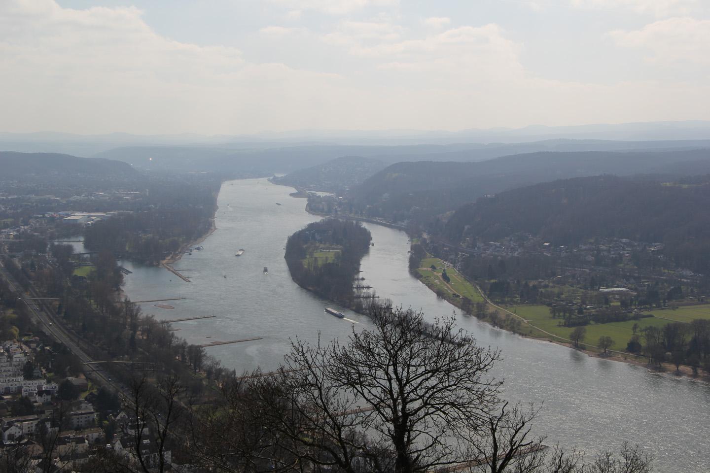 Vaade Rheinile Burg Drachenfelsilt.