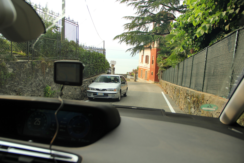 Teed on piisvalt laiad - vähemalt kohalike autojuhtide sõidukiirusi nähes.