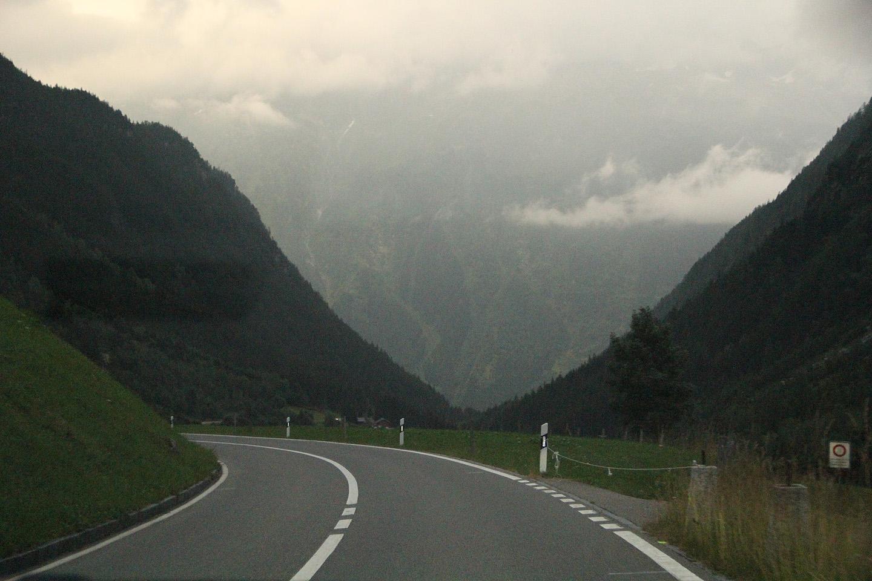 Klassikaline Šveits - mäed ja mägede taga veelkord mäed. Ja seal taga ilmset mäed...