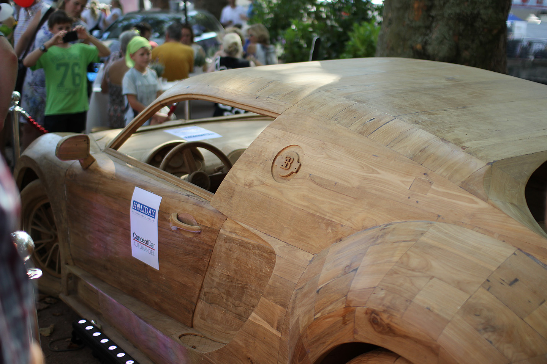 Puidust Bugatti