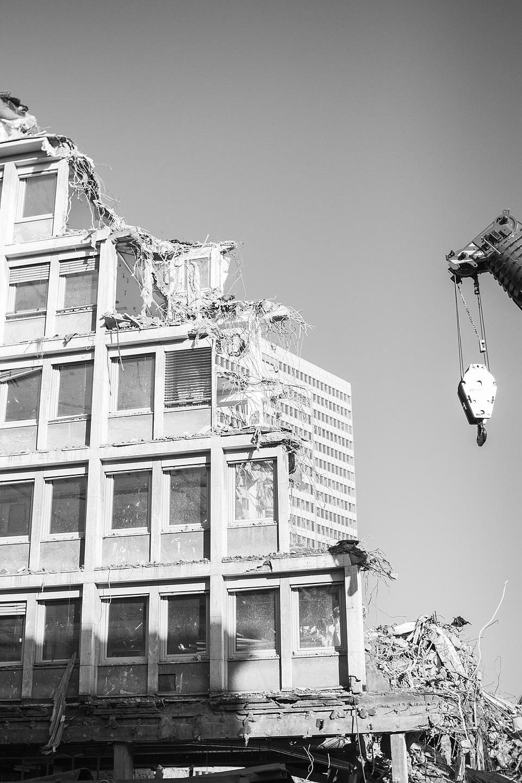 Düsseldorfi südames käib vilgas ehitustöö ja sai tabatud väga filmilik kaader.