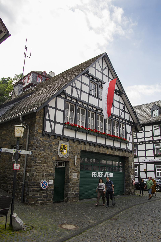 See annab hea ettekujutuse Monschaust ... et kui juba tuletõrjemaja selline nunnukas on, siis ülejäänud linnapildist ei maksa rääkimagi hakata.